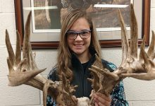 Photo of 14 y.o. Kansas Teen Shoots World Record Buck